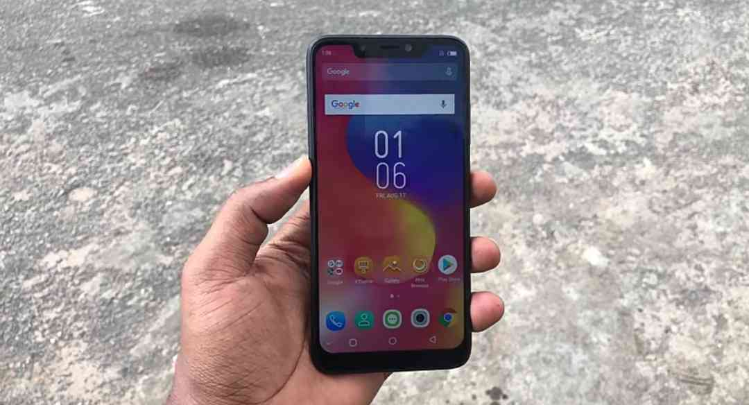 The Infinix Hot S3X In Hand.