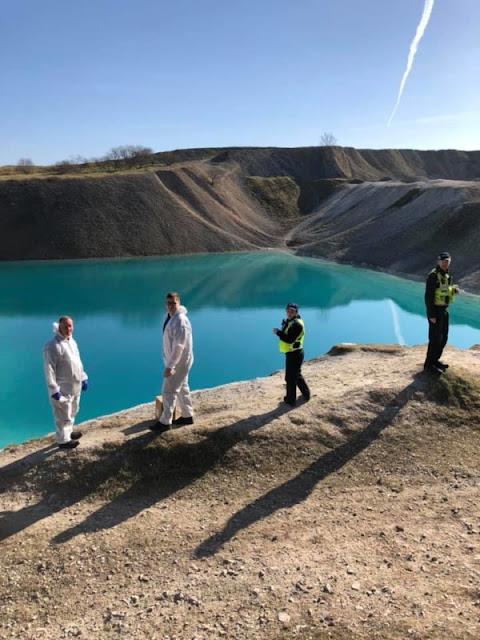 """Regno Unito: La polizia britannica tinge di nero il """"Blue Lagoon"""" per scoraggiare gli Instagrammer"""