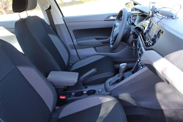 Virtus Comfortline TSI Automático - espaço dianteiro