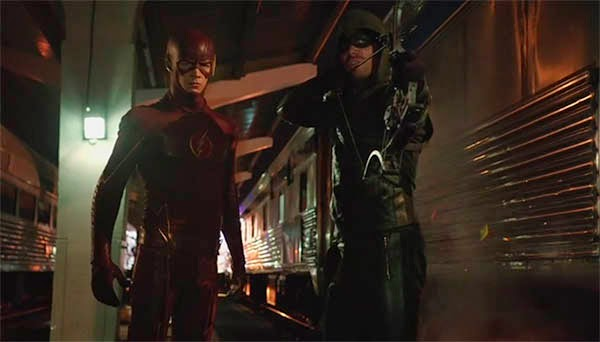 Flash y Arrow en Arrow 3x08 - The Brave and the Bold