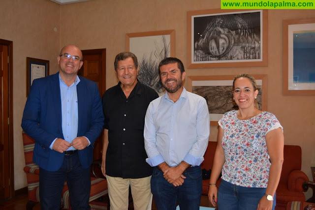 Anselmo Pestana recibe la visita del politólogo francés Sami Naïr, que inaugura mañana la Universidad de Verano de La Palma