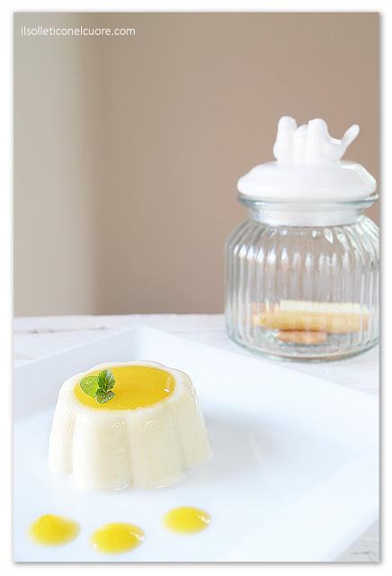 Budino-gluten-free-latte-di-mandorla-con-coulis-di-pesche