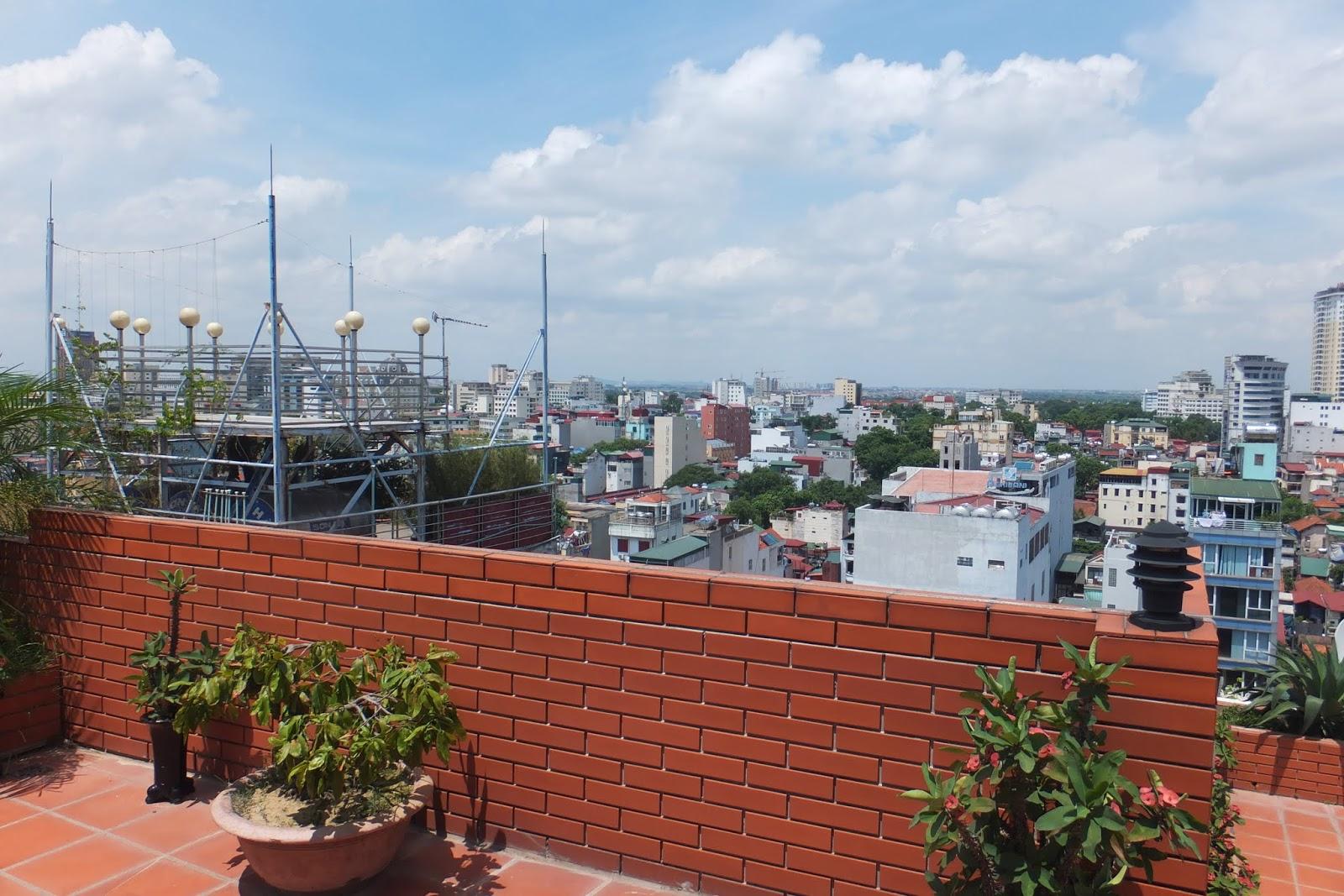 roof-garden-hanoiview 屋上庭園とハノイの風景2