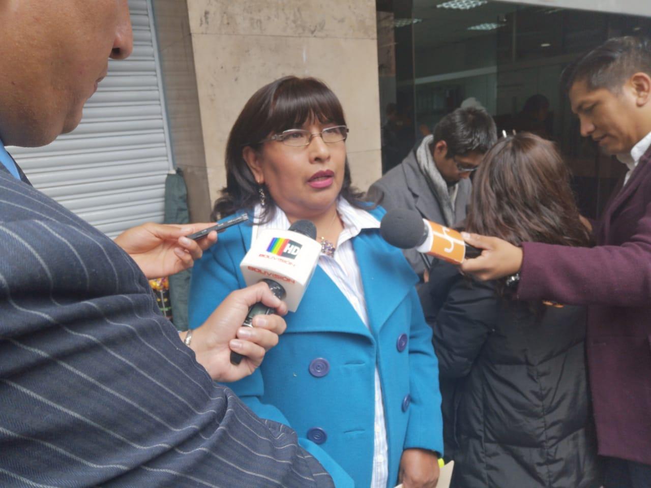 La fiscal Rosario Merlo, recordando a los medios la protección de identidad a menores / ÁNGEL SALAZAR