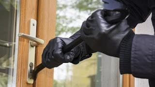 ¿Cómo roban los ladrones en casas?