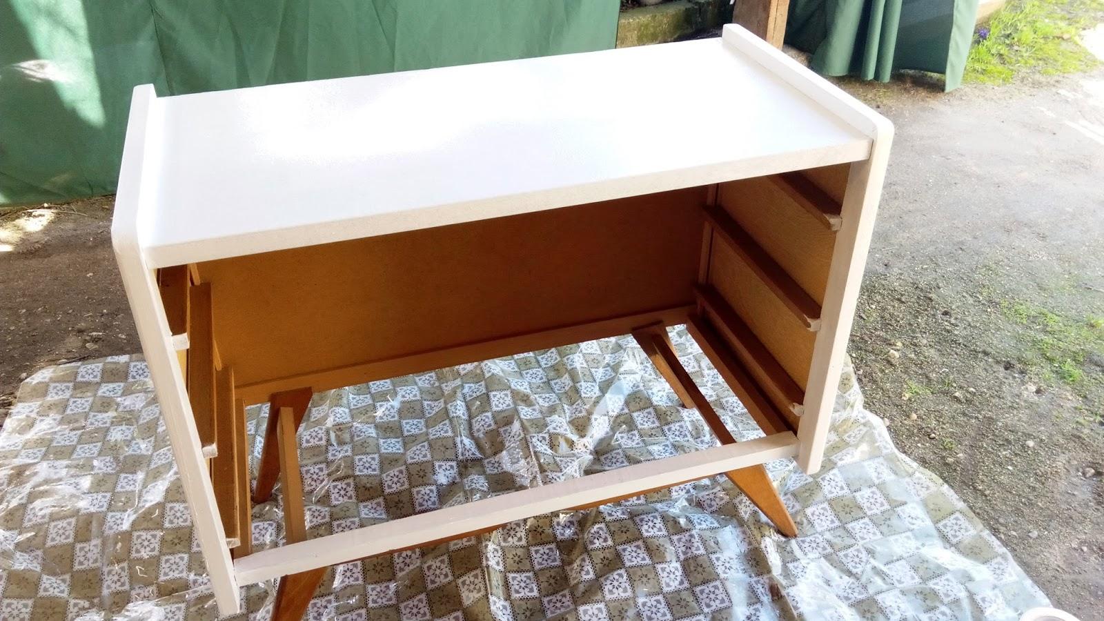 customiser une commode en osier r tro b comme barbbara. Black Bedroom Furniture Sets. Home Design Ideas