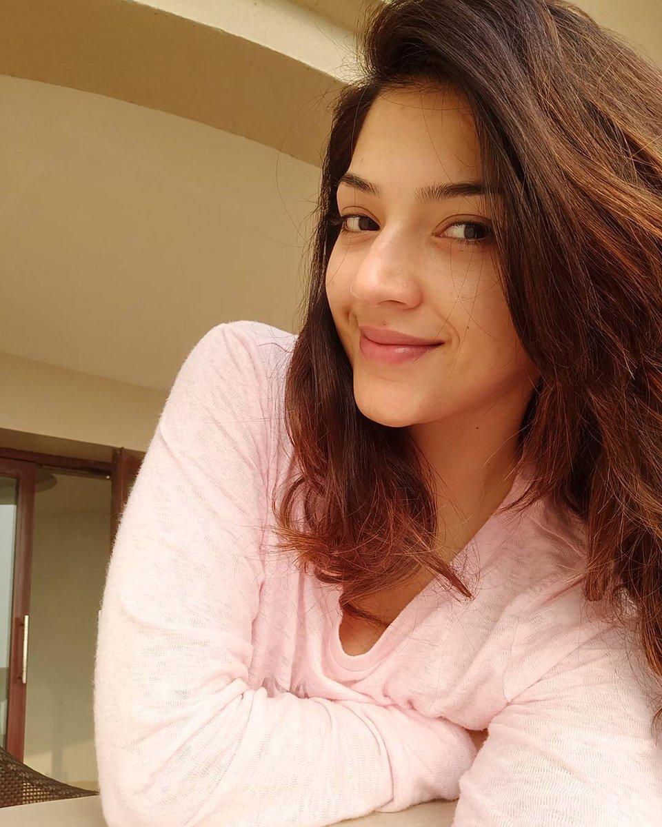 Actress MehreenKaur Latest HD Images