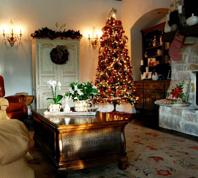 fireplace-stone-decor-Christmas-decorating-jemma