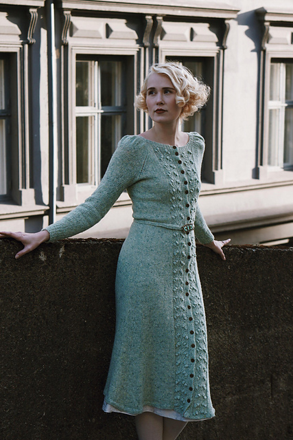sukienka na drutach ze wzorem