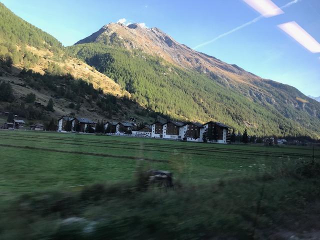 ツェルマットへ行く列車からの眺め