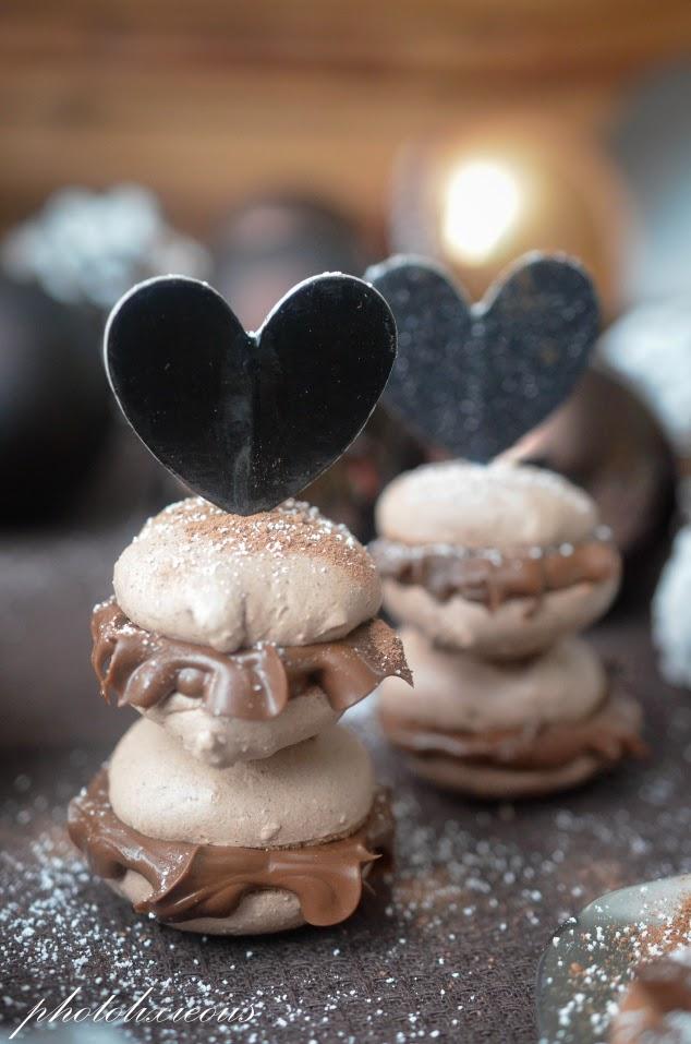 http://photolixieous.wordpress.com/2014/11/19/wie-ware-es-denn-mal-mit-meinen-ersten-macarons-macarons-mit-schokoladen-karamell-ganache/