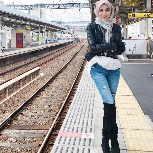 Hijab-high-knee-boot-style