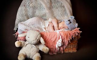cute_baby_sleeping_in_basket_picture_HD_image.jpg