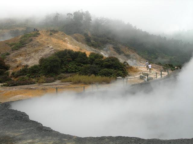 Obyek wisata hits Kawah Sikidang di dieng