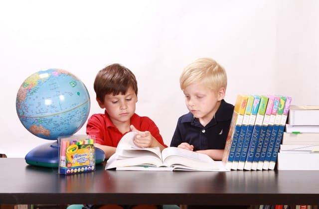 Ajari anak menghargai orang lain di sekitarnya, sekalipun sulit tapi kamu harus mengajarinya sejak mereka berusia dini