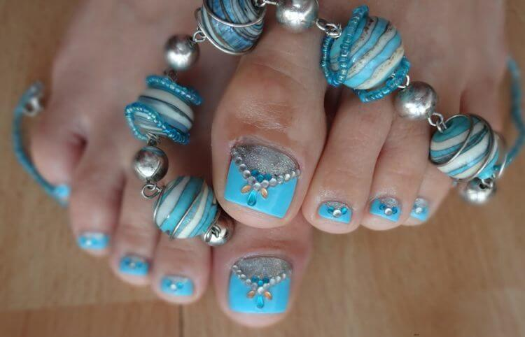 Nail Designs for Festival  Nail Designs for Festival, festivals are the main cause of fashion, style and attractive looking for us, specially for married and young girls, it is great pleasure to be decorated with different styles, always. There are many make up styles which should be used but now here we have a new dashing style which should be adopted by all of you, and never leave your nails of toe only with looking rings, simply. With ethic, or western style wearings, you may decorate your toes with many different nail polishes as well as with jewels. Pink and Black , a candy touch, Black and bling, use stones to chunk them up, use mate blues to jazz up, Inspiring Mehndi, Purple Pretty, try them all and we hope you will love these different and dashing styles.  Nail Designs for Festival