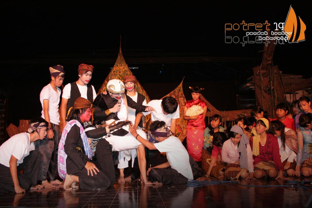 Contoh Drama Musikal 6 Orang - Gamis Murni