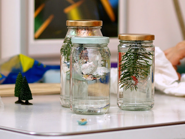 Homemade Snow Globes || This Little Miggy Stayed Home