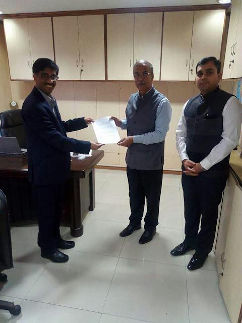 From L-R Prof. Abay Karandikar, IIT Bombay and Dr. Dinesh Tyagi, CEO CSC SPV