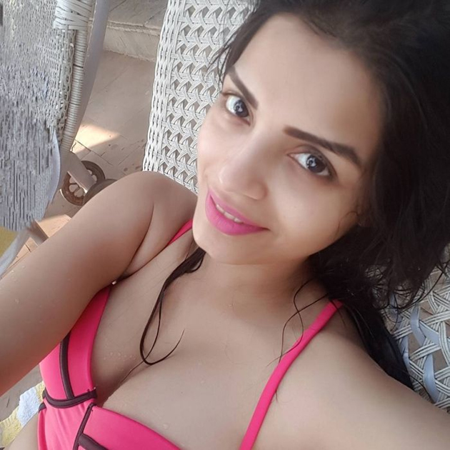 Indian TV actress Sonali Raut in pink bikini photo-pic-in-hd