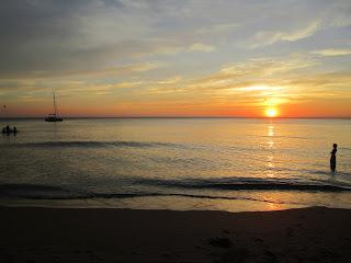 Sonnenuntergang in Thailand am Strand