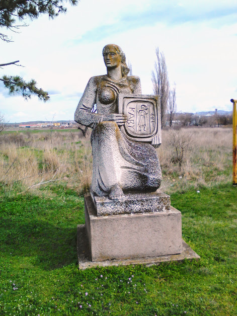 Statue, Outskirts, Yambol, en route, Kabile,