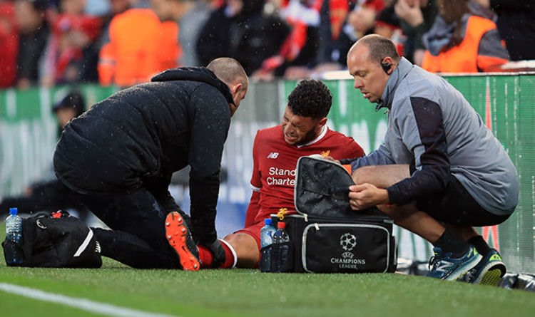 Oxlade-Chamberlain-receives-treatment-on-pitch