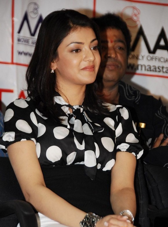 Surabhi Cute Wallpapers Kajal Agarwal Cute Expressions In Black Dress Tollywood