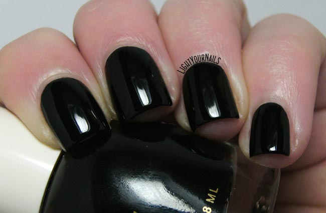 Smalto H&M Neo Noir nail polish