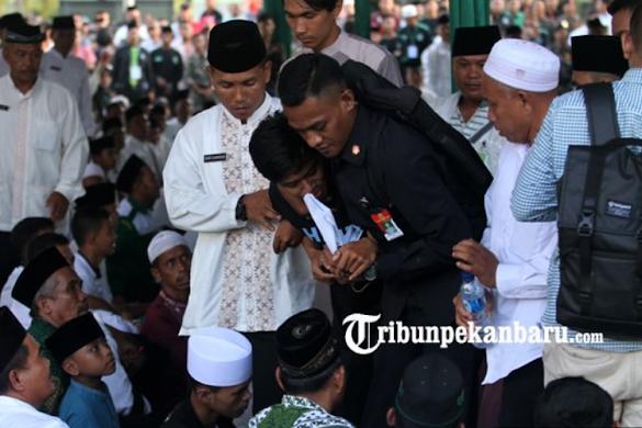 Protes Saat Jokowi Pidato, Dua Mahasiswa Langsung Diamankan Paspampres! Ini Videonya