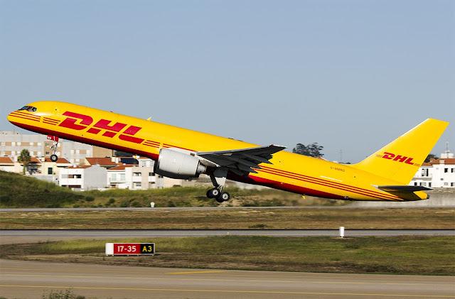 DHL G-BMRD Boeing 757-200 tipi kargo uçağı Porto Havalimanından kalkış yapıyor.