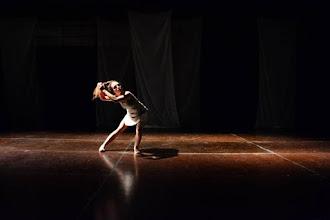 Sala dos Toninhos recebe solo de dança contemporânea