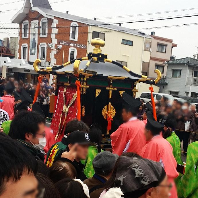人文研究見聞録:田縣神社の豊年祭の御歳神(ミトシノカミ)を乗せた神輿