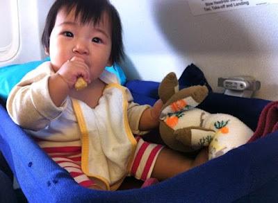 Tips Mengajak Anak Naik Pesawat