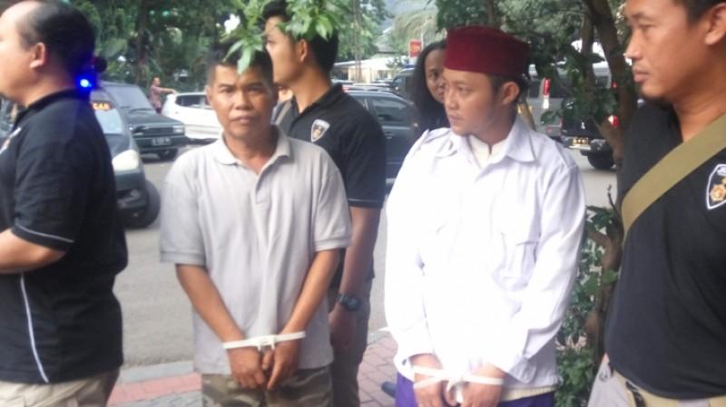 Abdul Mujid dan Matsunin saat diamankan polisi