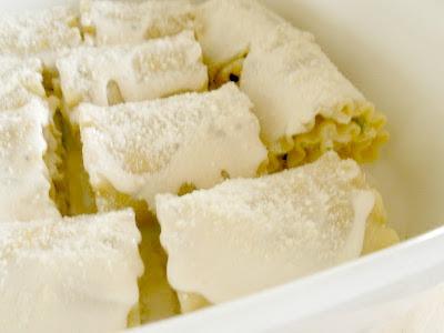 chicken alfredo lasagna roll-ups (sweetandsavoryfood.com)