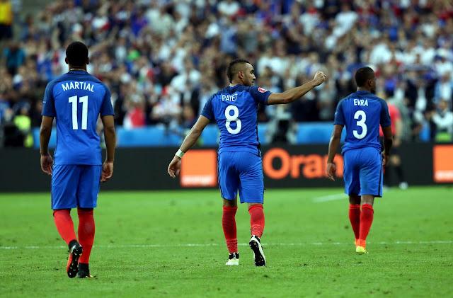 Anthony Martial, Dimitri Payet et Patrice Evra lors de France-Roumanie