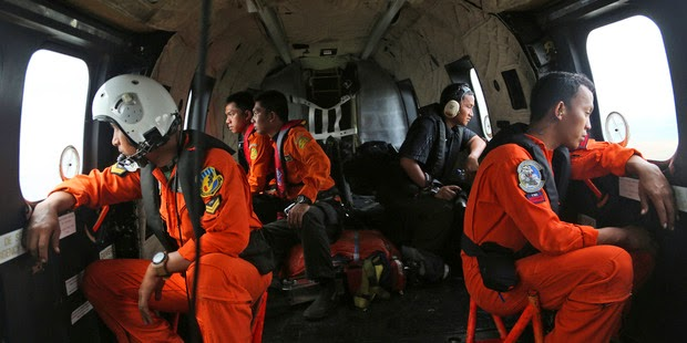 Crewmembers of Indonesian Air Force NAS 332 Super Puma helicopter  hunt for AirAsia bodies