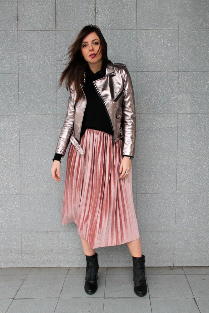 midi skirt rosa e biker jacket argento