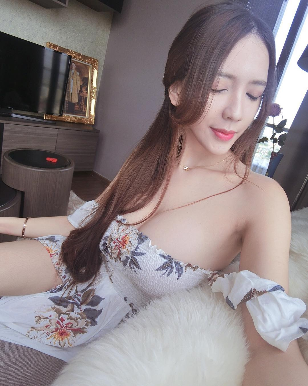 Zihan Weng Hot Pic