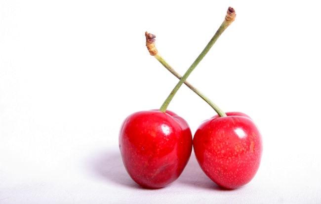 Due ciliegie rosse