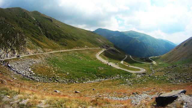 Zjazd Trasą Transfogaraską w stronę Wołoszczyzny