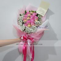 bunga valentine, buket bunga dan cokelat, buket bunga ferrero rocher, buket bunga mawar, bunga mawar valentine, handbouquet mawar, buket rose, toko bunga, florist jakarta, toko bunga pantai indah kapuk