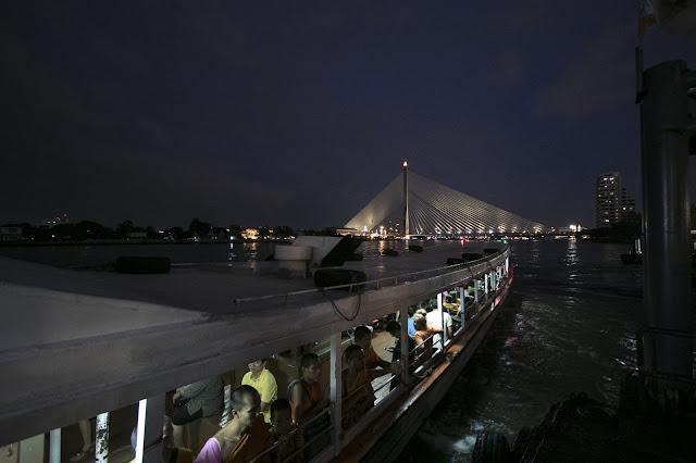 Navigazione sul fiume Chao Phraya-Bangkok