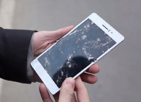Màn hình điện thoại Oppo bị vỡ