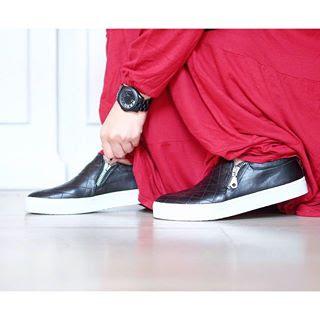 Syari Pake Sneakers