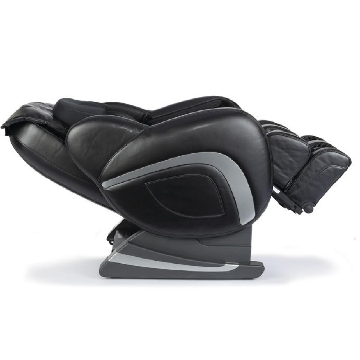 Un fauteuil de massage avec télécommande.