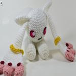 http://www.ravelry.com/patterns/library/puella-magi-madoka-magica-kyubey-amigurumi---video