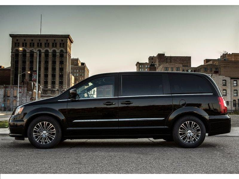 news cars new chrysler town and country s model year 2013. Black Bedroom Furniture Sets. Home Design Ideas