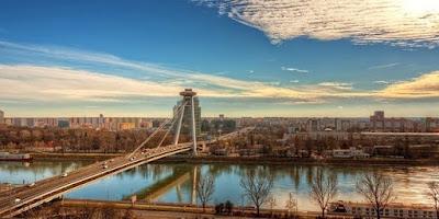 Wow, Ada Jembatan UFO di Slovakia!